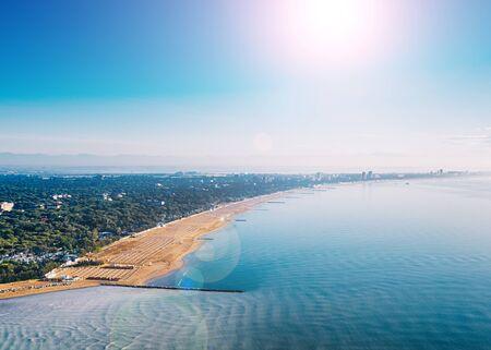 Lignano Riviera coastline in the Adriatic Sea. 版權商用圖片