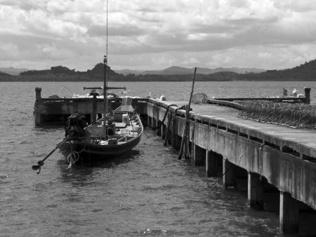 lang: A fishing boat next to a pier in Ko Phitak Island, Lang Suan district, Chumphon, Thailand Stock Photo