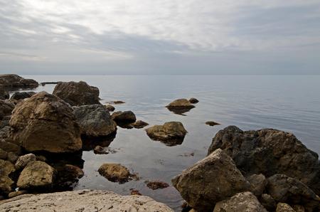 enebro: Mountains, hills and rocks on the Black Sea coast of Crimea in winter