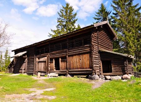 afgelegen houten hut in de bergen Stockfoto