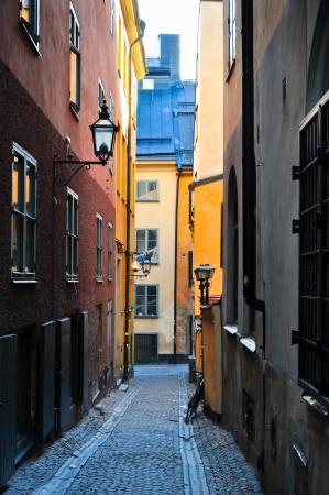 smal steegje met kleurrijke huizen in een oude stad