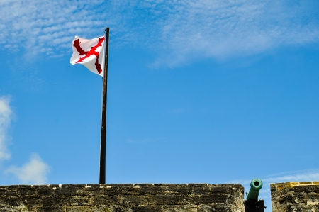 flag an cannon at historical fort castillo des san marcos in st  augustine, florida