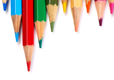 school supplies: Crayons multicolores sur fond blanc Banque d'images