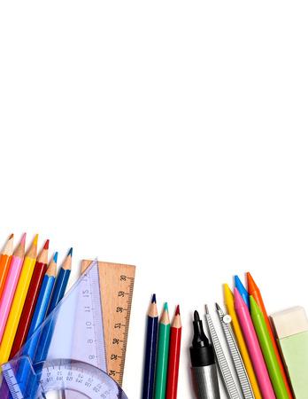 utiles escolares: Los �tiles escolares aislados en blanco