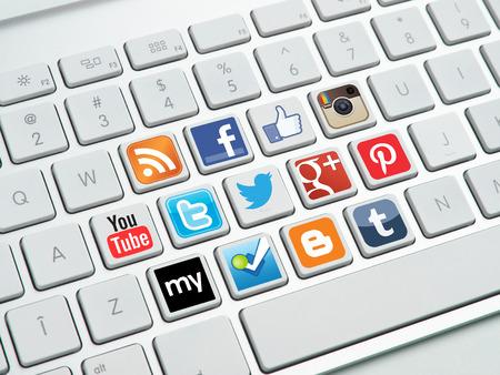 teclado de computadora: Botones de medios sociales en el teclado Editorial