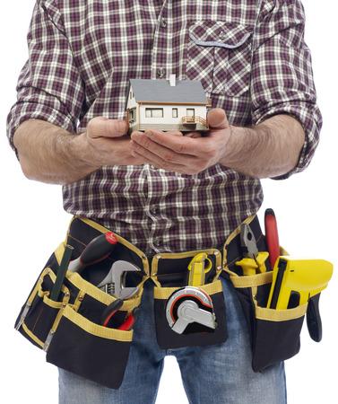 carpintero: Carpintero que muestra un modelo de la casa Foto de archivo