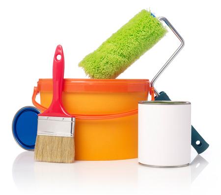 Rodillo de pintura, cubo de pintura y latas de pintura Foto de archivo - 39718380