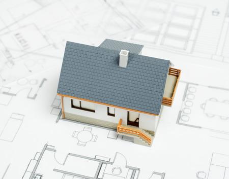 Huis op blauwdruk Stockfoto - 39718490