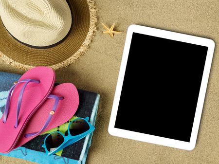 태블릿 및 해변 액세서리 모래에 스톡 콘텐츠