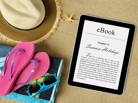 eBook tablet on beach Archivio Fotografico