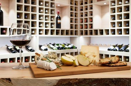 copa de vino: Degustaci�n de vinos en el estante del vino