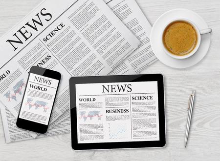 News-Seite auf Tablet, Handy und Zeitung Lizenzfreie Bilder