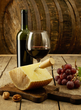 cheddar: Wine, grapes and cheddar