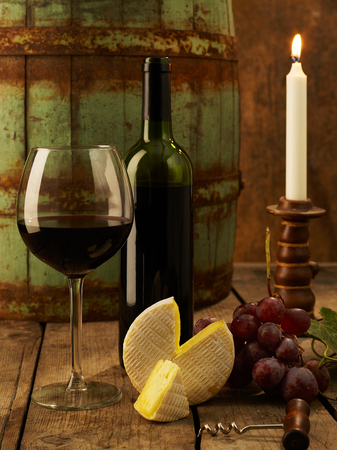 winetasting: Red wine and cheese