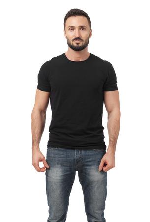 Man in het zwart t-shirt kijken naar de camera