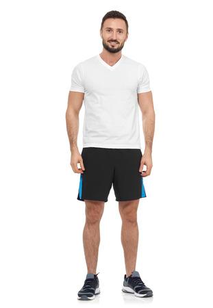 musculoso: Hombre alegre en la camiseta blanca que mira la cámara Foto de archivo