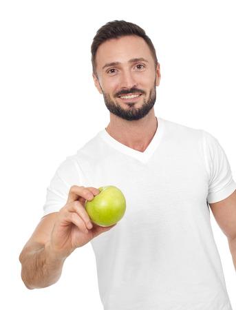 hombre comiendo: Alegre hombre que muestra la manzana, el fondo blanco