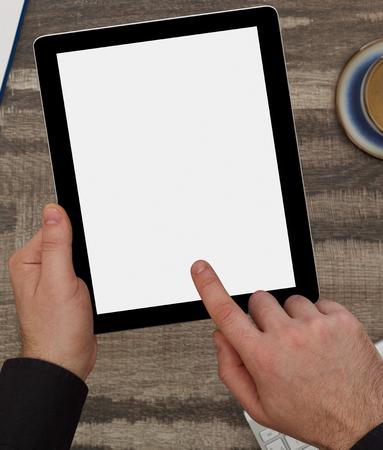 Homme avec tablette numérique