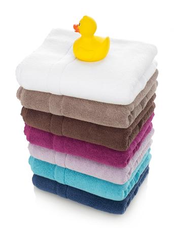 pato de hule: Las toallas y pato de goma Foto de archivo