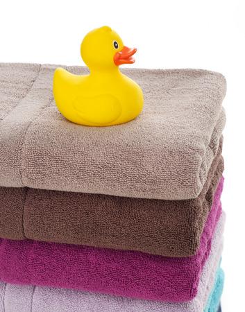 pato de hule: pato de goma en las toallas Foto de archivo