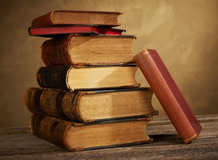 Alte Bücher Standard-Bild - 73796373