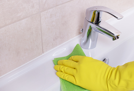 cleaning service: Cleaning the sink