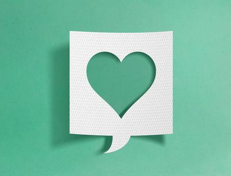 Speech bubble with heart symbol 写真素材 - 118907823