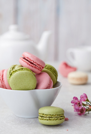 Pink and green macaroons close-up 스톡 콘텐츠