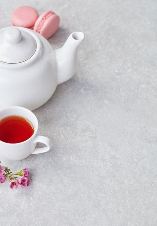 Tea and macaroons 스톡 콘텐츠