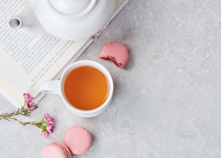 Tea, macaroons and book 스톡 콘텐츠
