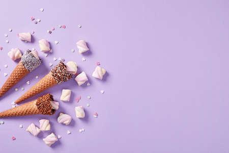 Ice cream cones with mars mellows 免版税图像