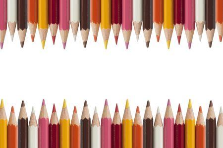 ni�os con l�pices: L�piz colorido como fondo de aislar blanco