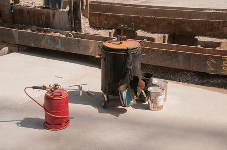bitumen: Bitumen barrel with gas bottle