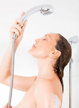douche: Young smiling woman taking a shower