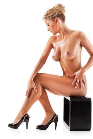 Joven bella mujer desnuda