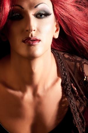 transexual: Drag-Queen. El hombre vestido de mujer. Foto de archivo
