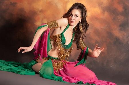 exotic: Mujer hermosa bailarina ex�tica de vientre