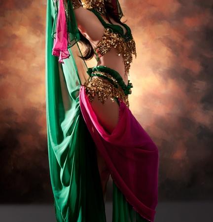 bolantes: Hermosa mujer exótica bailarina del vientre Foto de archivo