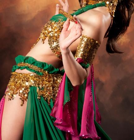 vientre femenino: Hermosa mujer ex�tica bailarina del vientre Foto de archivo