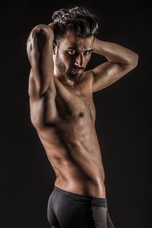 Le mignon jeune homme musclé sexy nue Banque d'images - 39110901