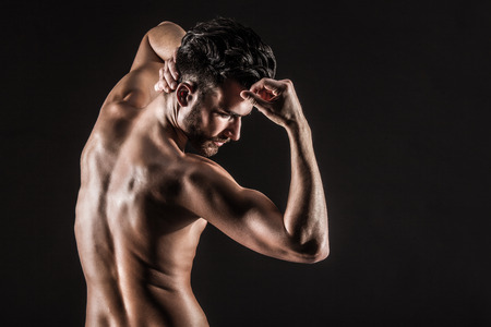 desnudo masculino: La muscular joven atractivo desnuda linda Hombre