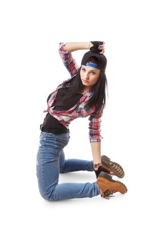 gogo girl: Modernen Hip-Hop-Tanz Mädchen kniet. Breakdance go-go Mädchen stand auf weiß