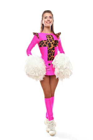 pompom: Cheerleader ragazza in piedi con pom-pom. Giovane ragazza con pom su sfondo isolato