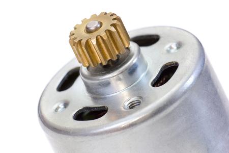 energia electrica: motor eléctrico de CC con el engranaje de la rueda dentada en el eje