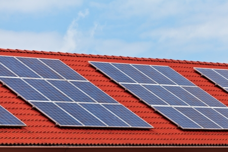 solarpanel: Solar panels on the roof of a row of newly build houses Stock Photo