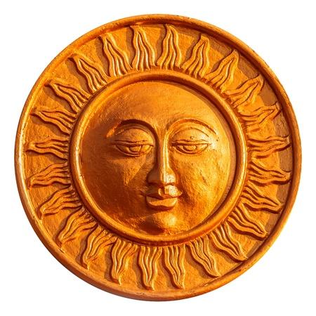 sonnenuhr: Goldene Sonne Figur auf einem wei�en Hintergrund