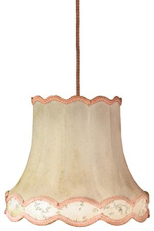 Retro hängende verwitterten Lampenschirm mit Kabel auf einem weißen Hintergrund Standard-Bild