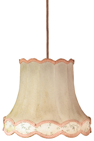 lampekap: Retro ophanging verweerde lampenkap met snoer geïsoleerd op een witte achtergrond Stockfoto