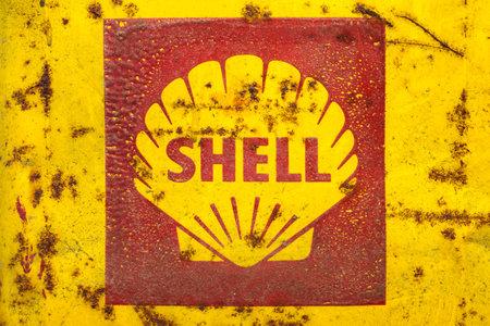multinacional: Drempt - 15 de noviembre Emblema de la vendimia de la Shell Oil Company el 15 de noviembre de 2013, de Drempt, Pa�ses Bajos Shell Oil Company es una subsidiaria de Royal Dutch Shell, una compa��a petrolera multinacional