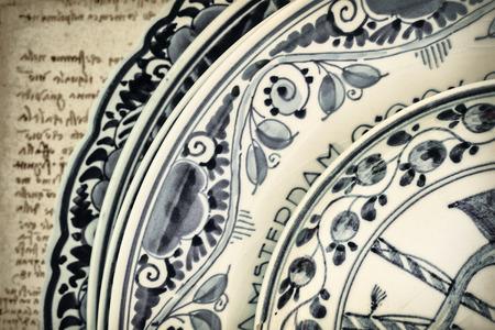 delftware: Genuine antica olandese blu e bianco stoviglie di porcellana con testo Amsterdam